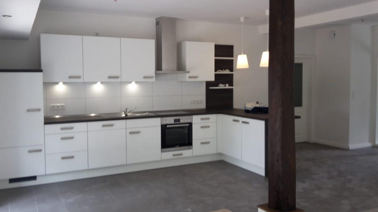 Neue Küche in renoviertem Haus